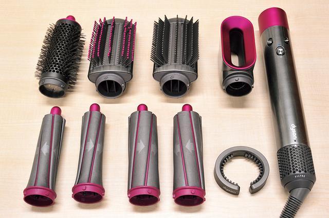 画像: 大小カーラーや各種ブラシ、ドライヤーアタッチメントがセットに。リング状のフィルター掃除ブラシ(右下)も付属する。