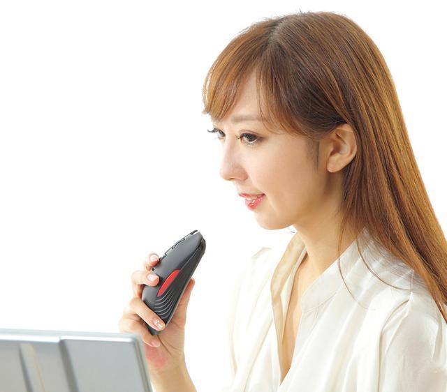 画像: 翻訳タイピングボタンを押しながら話すだけで、設定した言語に翻訳して自動的にタイピングを行う。