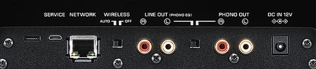 画像: フォノ出力に加えてライン出力も備え、一般的なオーディオ機器との接続にも対応。ネットワーク端子も備えるほか、Wi-Fiのオン・オフも可能だ。