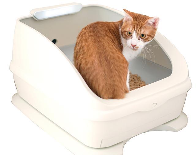 画像: 猫が毎日普通にトイレを使うだけで、おしっこの量やトイレの滞在時間、体重などを自動計測してくれるIoTトイレ。データは専用アプリでチェックでき、例えば、猫が24時間おしっこをしなかったときなど、飼い主の定めたしきい値を超えたら知らせてくれる機能もある。