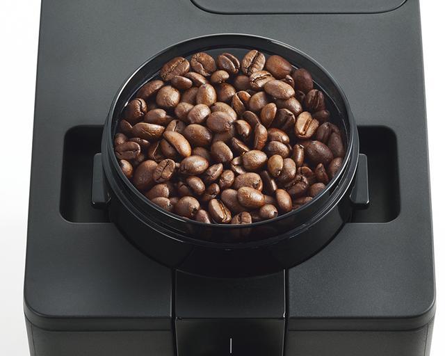 画像: 本体天面にあるミル部。豆の粒度は粗・中・細の3段階調整。粒度にばらつきのない粉に挽かれる。