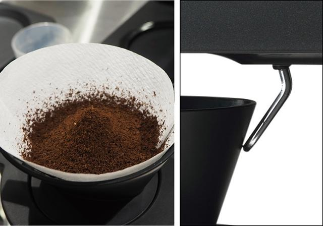 画像: ミルで挽かれた豆は静電気を帯びるため、ドリッパーと反発して飛散するが、それを回避するための除電レバーを装備。コーヒーの粉は、ドリッパー内できれいな円錐形になる。