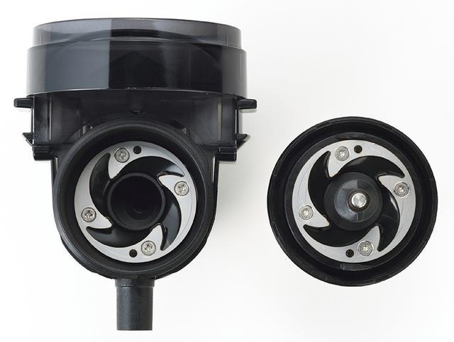 画像: ステンレス製の低速臼式フラットミルを採用。高速回転による摩擦熱を抑えることで、豆の風味を損わない。