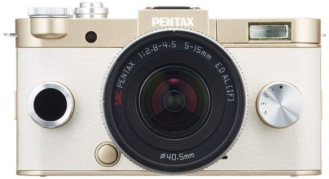 """画像: センサーサイズ1/1.7型のミラーレスカメラ。センサー有効画素数:約1240万画素。""""超コンパクトなミラーレス""""というだけでなく、金属素材とレザー調フロントシートで上質に仕上げた高品位デザインも魅力。"""