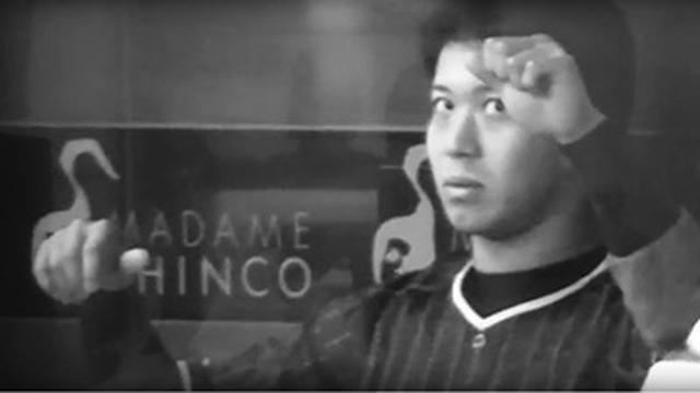 画像: ヤクルト山田哲人選手は、試合中のベンチでもビジョントレーニングを行っていた
