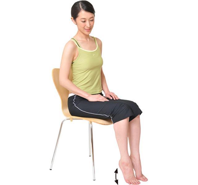 画像2: 立っても座っても行える「かかとの上下体操」のやり方