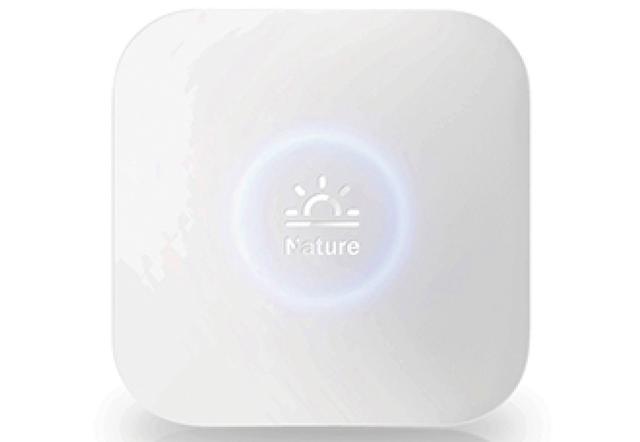 画像: スマホからワイヤレスで家電を操作できるスマートリモコン。温度などに応じて家電を自動制御できるほか、外出先から操作も行える。