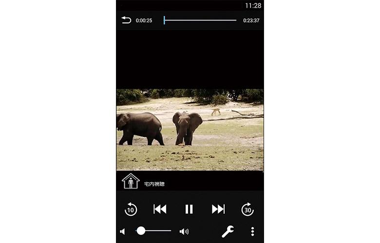 画像: テレビ部とチューナー部がWi-Fiでつながるほか、スマホでの遠隔操作/視聴も可能となる。