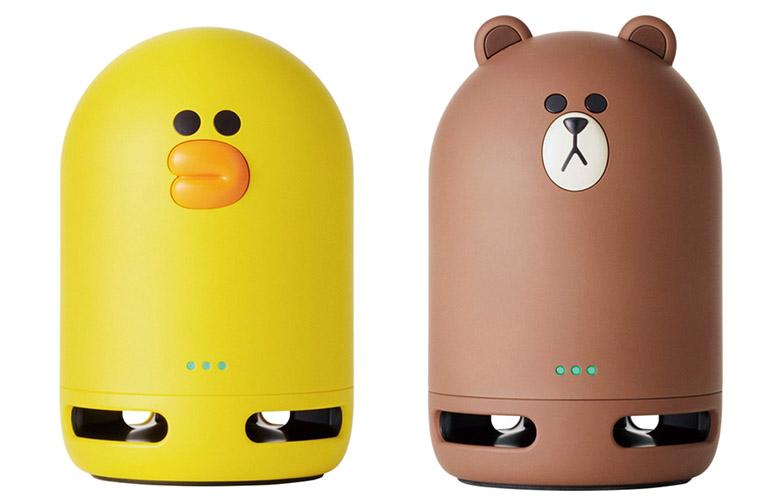 画像: 実売価格例:各5400円 LINEの人気キャラ(左がサリー、右がブラウン)をモチーフにしたキュートなスピーカー。バッテリー内蔵で、電源なしでも利用できる。さらに、ブルートゥース機能を搭載し、別のワイヤレススピーカーを接続することも可能だ。従来のClova Friendsよりも高さが6センチほど小さくなっていて、カバンに入れて持ち運ぶのも便利だ。