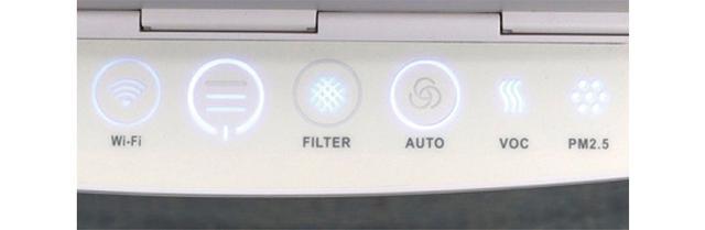 画像: ふた付きでふだんは覆われている操作部。運転スピードや空気中のVOC、PM2.5の状況、フィルターの交換時期を光や色で知らせる。