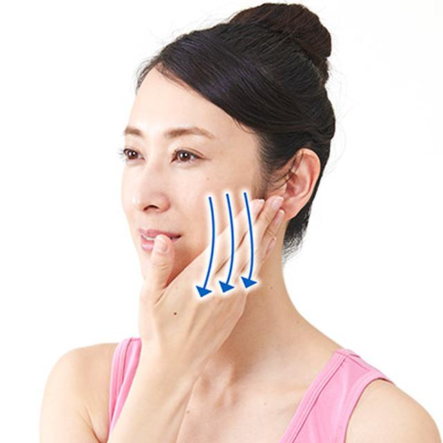 画像2: 【ポイントは力加減】顔のむくみを解消する「耳たぶまわし」のやり方