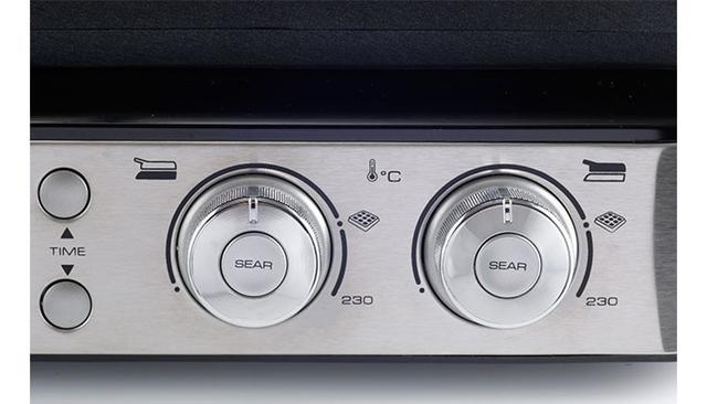 画像: 温度調整ダイヤルが高級オーディオのような道具感を醸し出す。これにより緻密に温度を管理しながら焼ける。見た目と使いやすさが融合したデザインセンスは、さすがデロンギ。