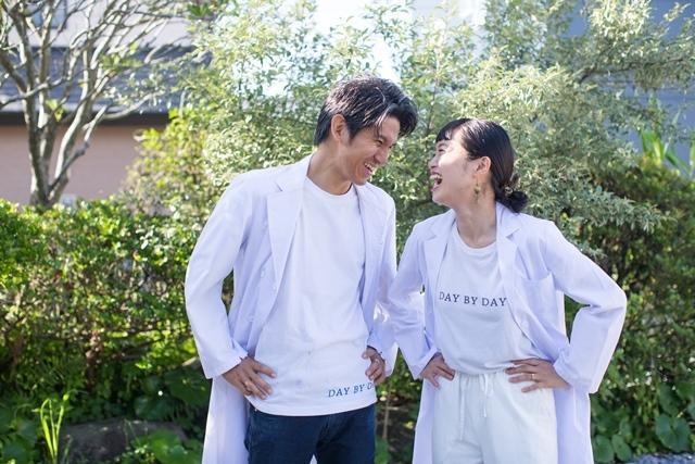 画像: 薬剤師の藤井晶浩さん。奥さんの多恵子さんと一緒に『DAY BY DAY PHARMACY』を営む。