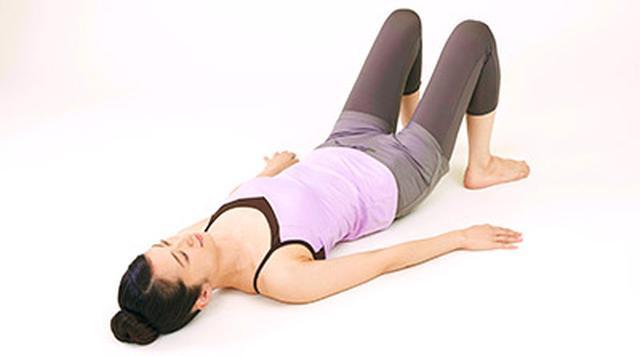 画像1: 女性の尿漏れ・頻尿を改善する「膀胱若返りヨガ」のやり方