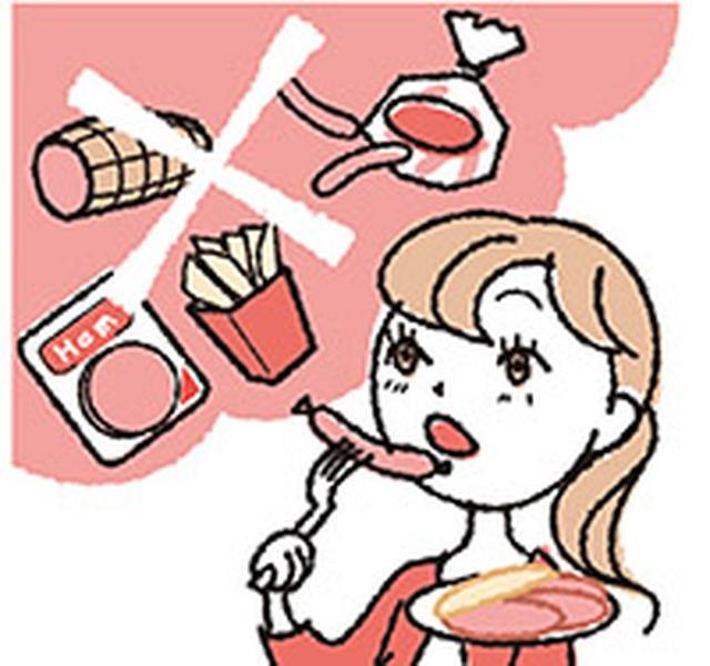 画像: フライドポテトやハムなどの加工肉といった老化を促進させる食べ物は避ける