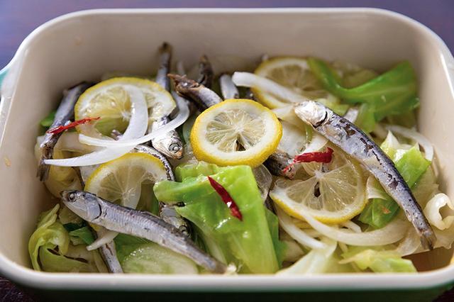 画像: 白ワインに合う「煮干し酢とキャベツのエスカベシュ風サラダ」