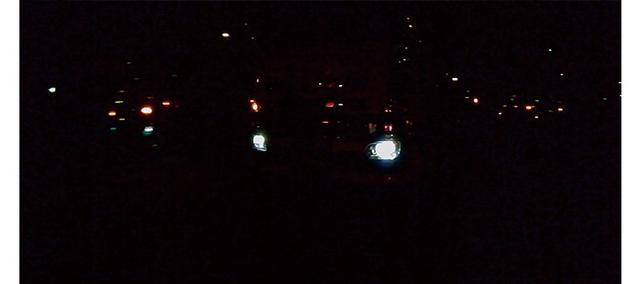 画像: カメラの感度が低いようで、スモーク越しではライトの動きがわかる程度。ほとんど視認できなかった。