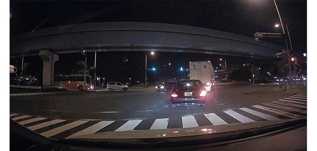 画像: 全体に明るく映し出していながら低ノイズ。ライトを照射した部分とそうでない部分の差も、極端には出ない。
