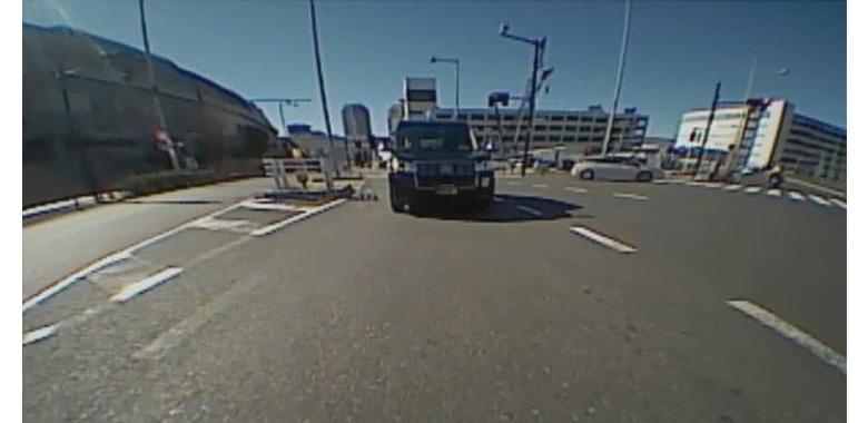 画像: 解像度はかなり低めで、後続車が至近まで近寄って来ないとナンバーは読み取れない。状況確認用と思うべきだ。