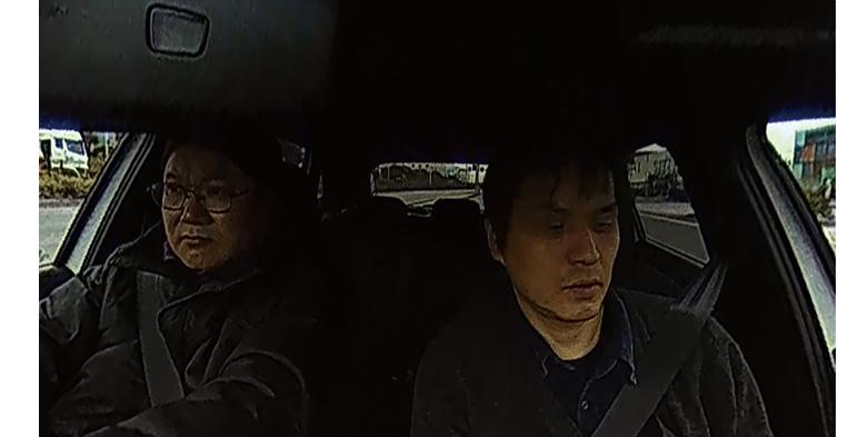 画像: 車内越しに後方を撮影することになるため、映ってはいるものの十分な情報は得られず、動きの確認が精一杯。
