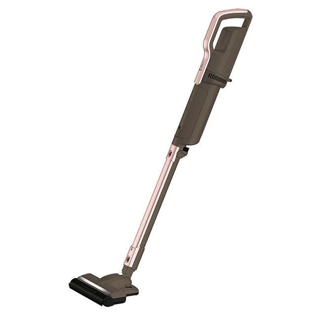 画像: 真空度を高めたヘッドとパワーブラシにより、カーペットに絡まった糸ゴミから細かなチリまで、しっかり吸引する。延長パイプを外せば、ハンディ掃除機としても使用可能。