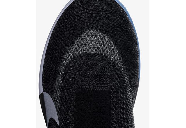 画像: 外側には強度に優れたフライニット、内側には足なじみがよく、足をぴったり包むクワッドフィットメッシュを採用。