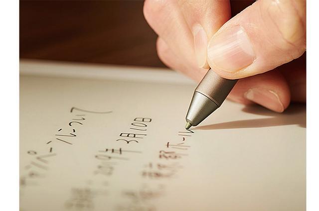 画像: ペン先の滑りは、紙と水性ボールペンの感覚に近い。ペン先の接触位置と描画位置の調整が可能で、反応速度や追従性も電子ペーパーとしては優秀。