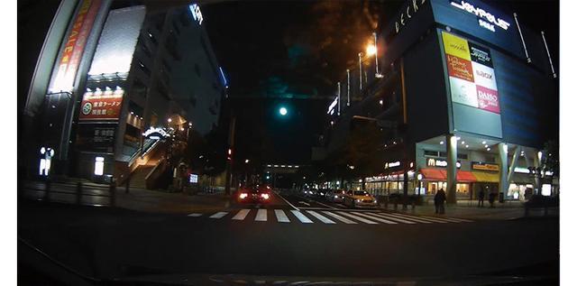 画像: 暗所にも極めて強い。夜景を自然に表現できており、解像度も十分。ビデオカメラでも通用するレベルだ。