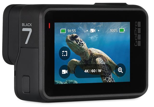 画像: 背面に2.0型のタッチ式液晶モニターを搭載。初期設定や撮影モードの変更などは、本体で行うことができる。なお、スマホアプリでは撮った映像の編集も可能。