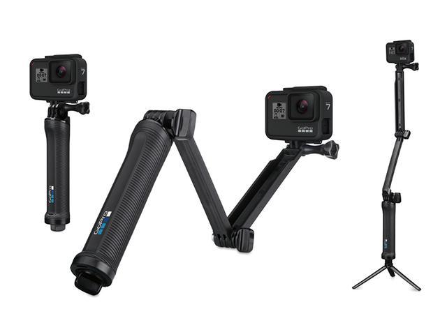 画像: マウントが充実しているのもGoProの特徴。写真はカメラグリップ、ミニ三脚、延長アームと、3とおりに使える「3-Way」(実売価格例9720円)。
