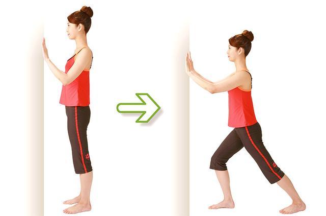 """画像1: 【脊柱管狭窄症のストレッチ】大きな原因の一つ""""骨盤のゆがみ""""を矯正する「壁ドン体操」のやり方"""