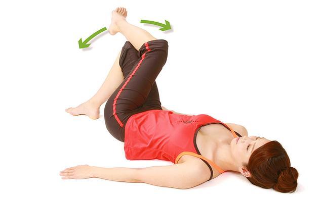 """画像3: 【脊柱管狭窄症のストレッチ】大きな原因の一つ""""骨盤のゆがみ""""を矯正する「壁ドン体操」のやり方"""