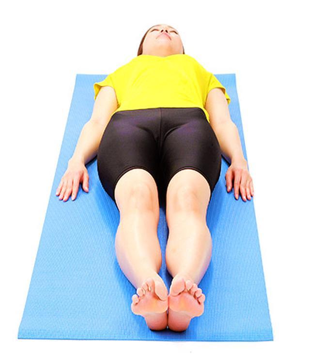 画像1: 【脊柱管狭窄症を改善】正しく背筋を伸ばす「大腰筋ほぐし」のやり方