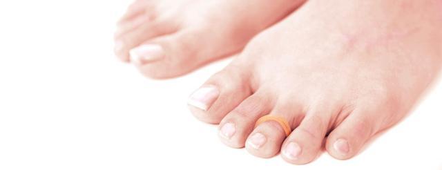 画像: 足のアーチを取り戻す「足指ゴム」のやり方