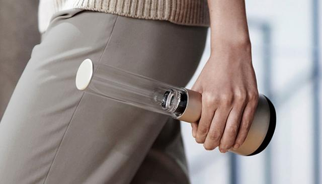 画像: バッテリーを内蔵し、ブルートゥース接続時で約8時間の利用が可能。高品質コーデックのLDACにも対応している。