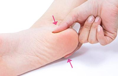 """画像25: 【症状別】足裏マッサージのやり方 不調や痛みを改善する""""痛くない""""足裏ケア"""