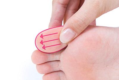 """画像11: 【症状別】足裏マッサージのやり方 不調や痛みを改善する""""痛くない""""足裏ケア"""