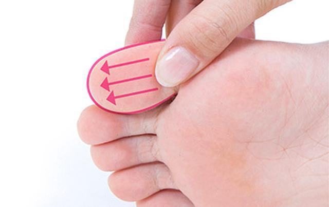 """画像7: 【症状別】足裏マッサージのやり方 不調や痛みを改善する""""痛くない""""足裏ケア"""