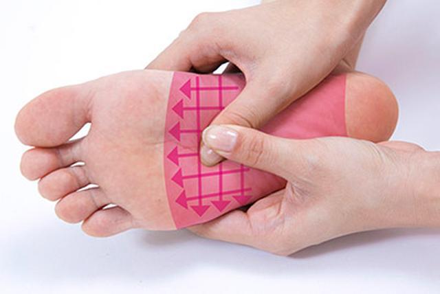 """画像10: 【症状別】足裏マッサージのやり方 不調や痛みを改善する""""痛くない""""足裏ケア"""