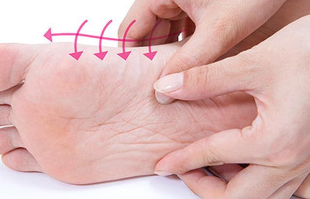 """画像14: 【症状別】足裏マッサージのやり方 不調や痛みを改善する""""痛くない""""足裏ケア"""