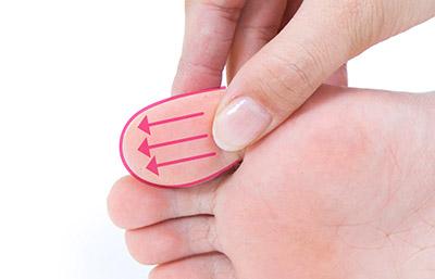 """画像13: 【症状別】足裏マッサージのやり方 不調や痛みを改善する""""痛くない""""足裏ケア"""