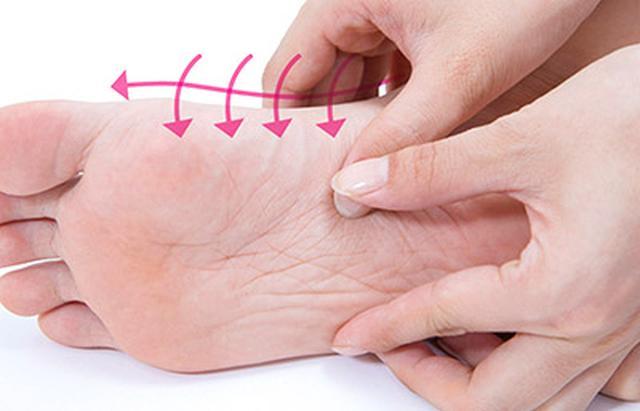 """画像17: 【症状別】足裏マッサージのやり方 不調や痛みを改善する""""痛くない""""足裏ケア"""