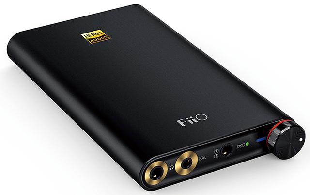 画像: スマホとつながり、バッテリー内蔵で屋外でも使えるポータブルタイプ。パソコンとつないで、自宅で使うこともできる。