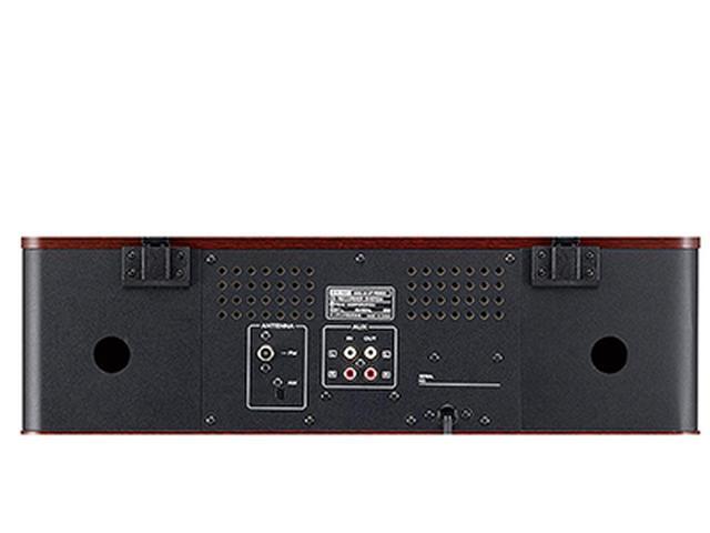画像: 背面には外部入力(RCA)端子を備え、テレビ音声やスマホの音楽なども再生可能。音声出力も備えている。両側の穴はバスレフポートだ。