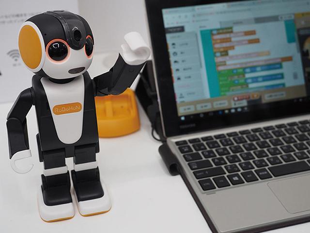 画像: ●ブラウザーで簡単にプログラムが作れる ブロックを組み合わせるだけで、簡単にプログラムが作成できる学習ソフトウェア「ロブリック」(別売)も用意。
