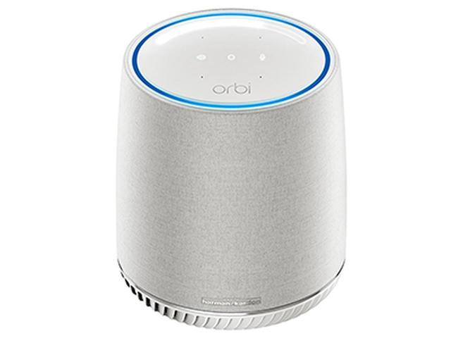 画像: 円筒形の本体に、Wi-Fiサテライト(子機)とスマートスピーカーを内蔵。Wi-Fiは5Gヘルツ帯が2系統と2.4Gヘルツ帯が1系統のトライバンド。ギガビットの有線LAN端子も2基搭載。単体で発売されるが、本機の使用にはOrbiルーターが必要となる。サイズ・重量は、幅164.6ミリ×高さ218.4ミリ×奥行き124.5ミリ・1.81キロ。