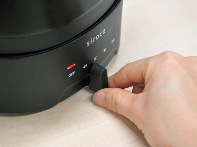 画像: 温度は40℃から100℃まで無段階に調節可能。つまみ操作でシンプル。