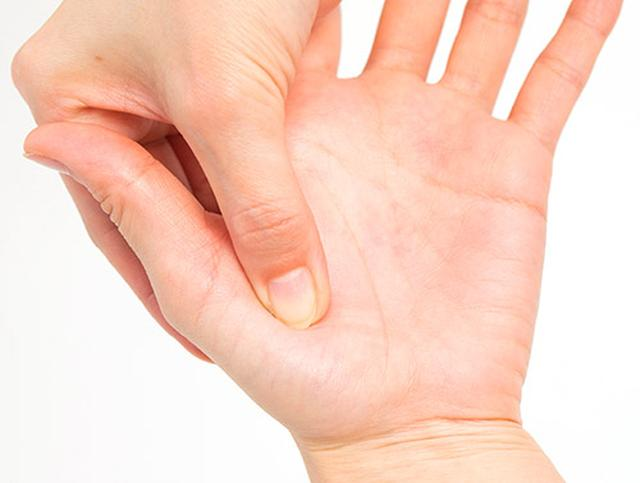 画像1: 【手のマッサージの効果】手もみがもたらす5つの作用と不調が改善する手のもみ方