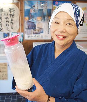 画像: 女将の山﨑京子さん(72)は、糀のすばらしさを伝える講演会、健康教室を全国各地で開催している。