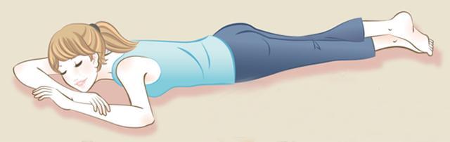 画像: うつぶせになる場所は畳やフローリングがおすすめ kenka2.com